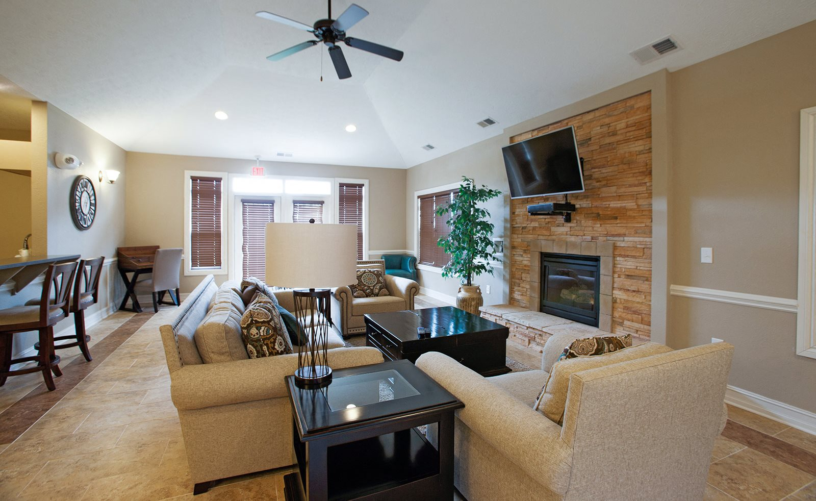 Lounge Area With Fireplace at Limestone Creek Apartment Homes, Madison, 35756