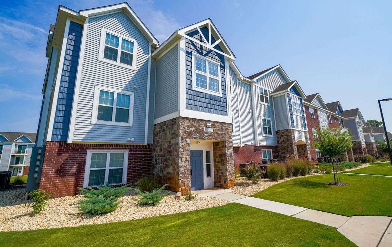 Exterior Building View at Limestone Creek Apartment Homes, Madison