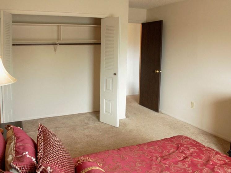 Classic Bedroom with Large Closet at Seville Apartments, Kalamazoo, MI, 49009
