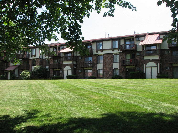 Meticulous Landscaping at Old Farm Apartments, Elkhart, 46517