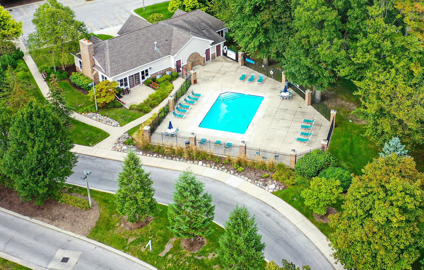 Aerial Pool View at Orchard Lakes Apartments, Toledo, Ohio