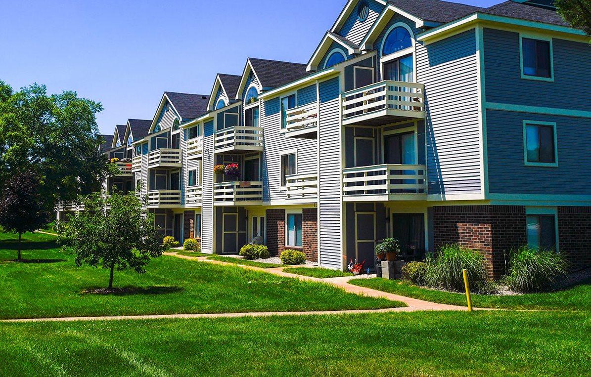 Park-Like Views at Pine Knoll Apartments, Battle Creek, 49014