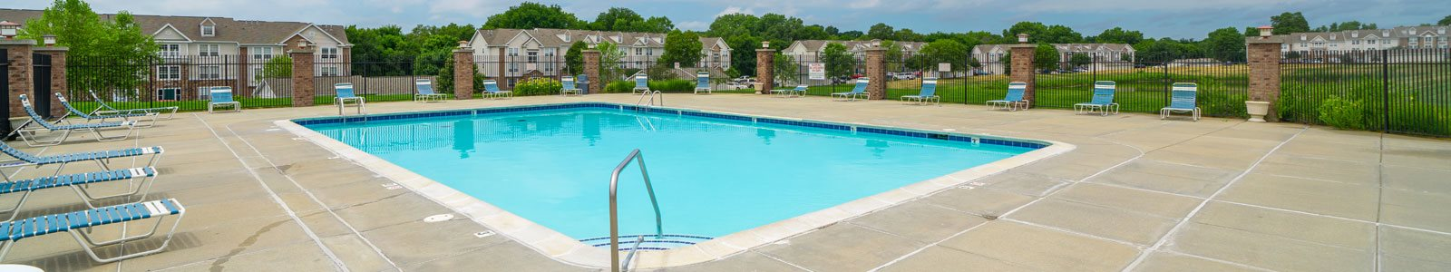 Outdoor Swimming Pool and Large Sundeck at West Hampton Park Apartment Homes, 68022