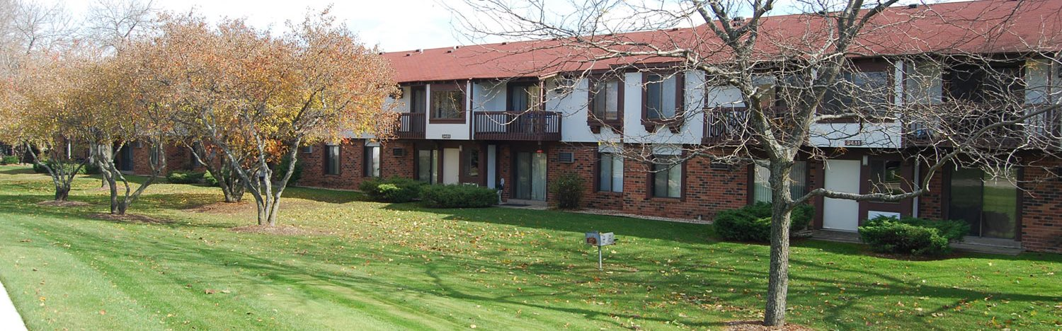 Beautifully Maintained Grounds at Wood Creek Apartments in Kenosha, Wisconsin