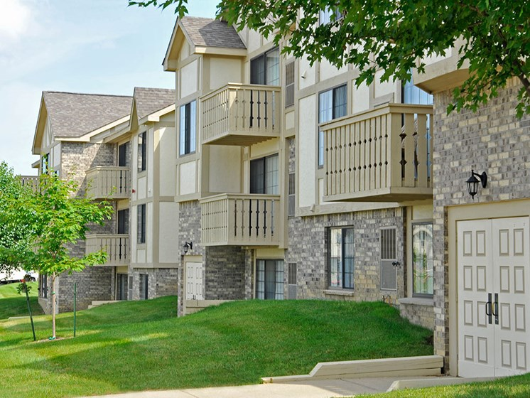 Courtyard Facing Balconies at Thornridge Apartments, Grand Blanc