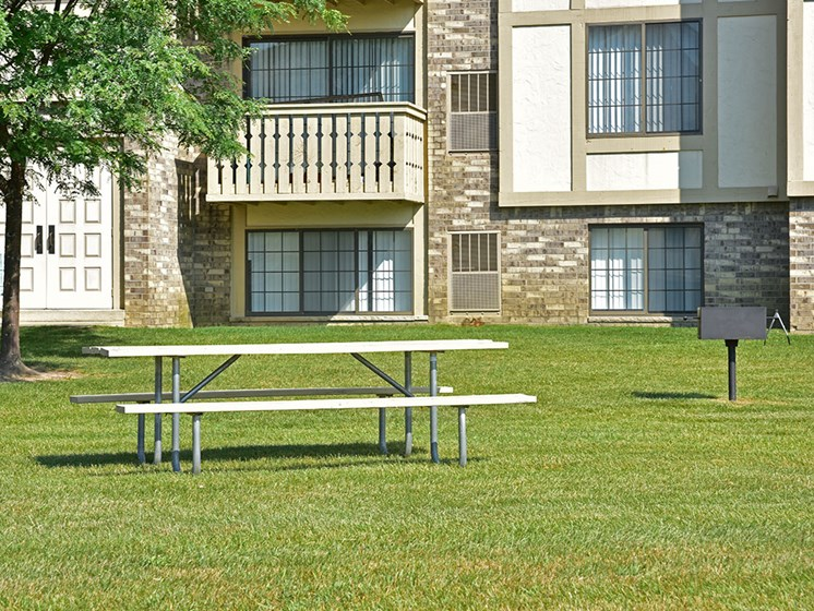 Picnic Table at Thornridge Apartments, Grand Blanc, MI