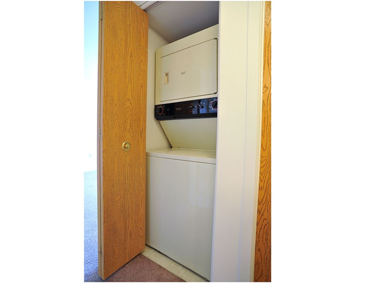 Stacked In-Unit Washer and Dryer at Thornridge Apartments, Grand Blanc, MI, 48439