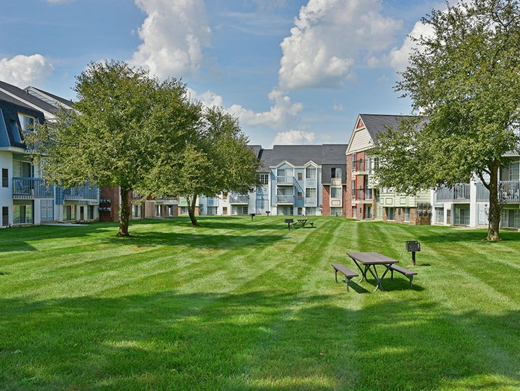 Picnic and Grilling Areas at Charter Oaks Apartments, Michigan, 48423