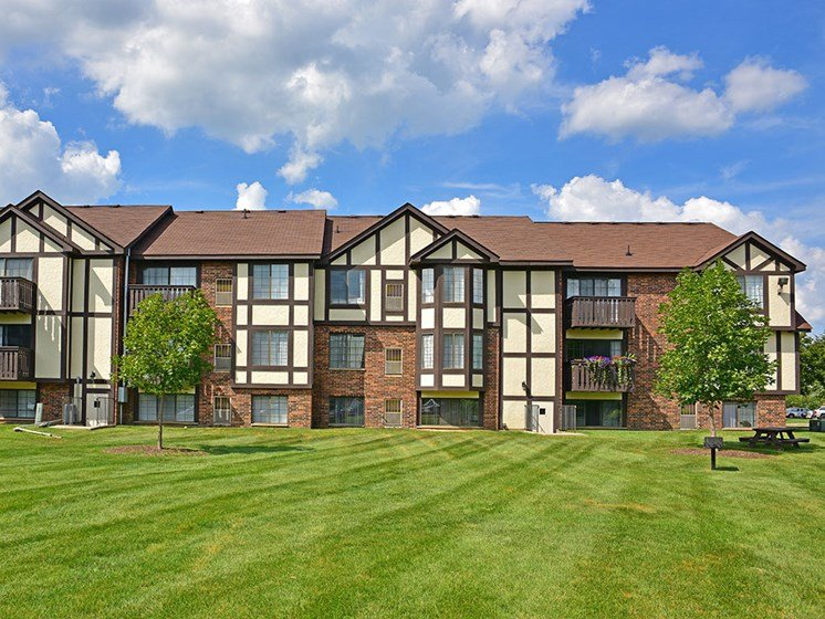 Prime Walking/Jogging Conditions at Charter Oaks Apartments, Davison, MI, 48423