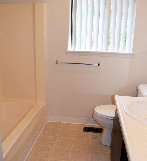 Full Size Soaking Tub at Shannon Manor Townhouses, Davison, 48423