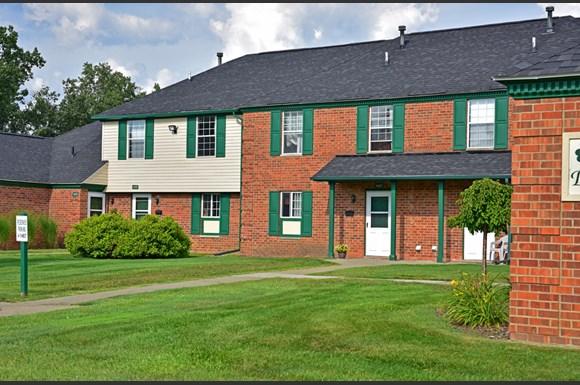 Shannon Manor Townhouses Apartments 1000 Charter Oaks Drive Davison Mi Rentcaf