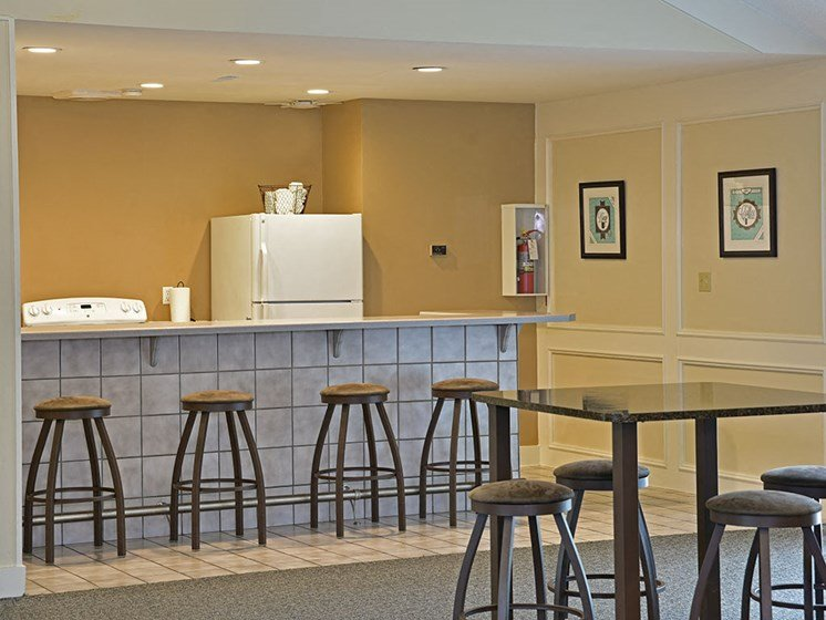 Clubhouse Kitchen and Bar at Tanglewood Apartments, Wisconsin, 53154