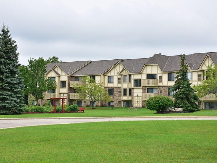 Walking Trails at Tanglewood Apartments, Oak Creek, WI, 53154