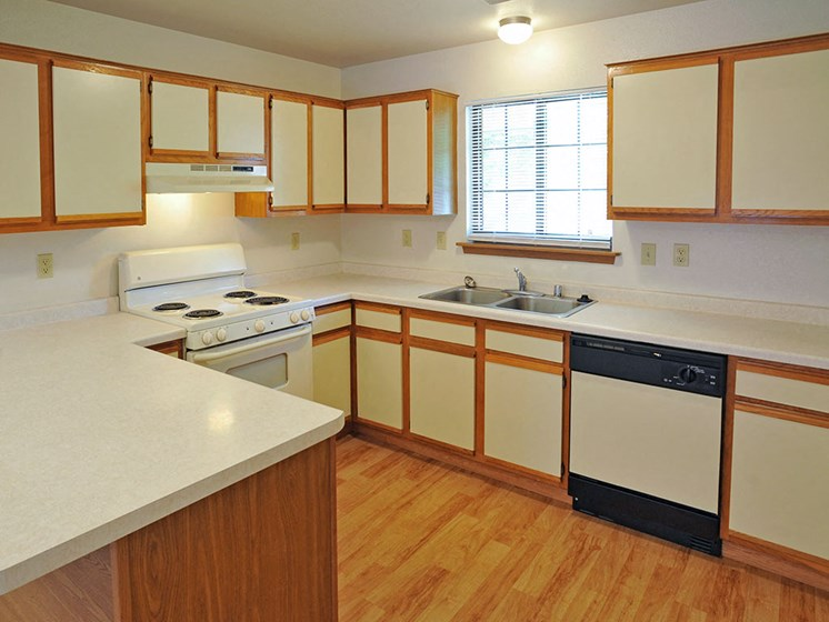 Large Kitchen at Tanglewood Apartments, Oak Creek, WI