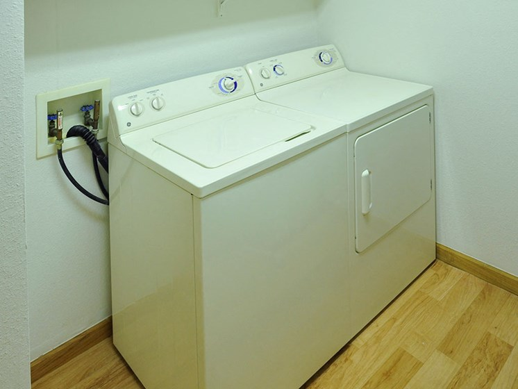 Washer & Dryer at Tanglewood Apartments, Wisconsin, 53154