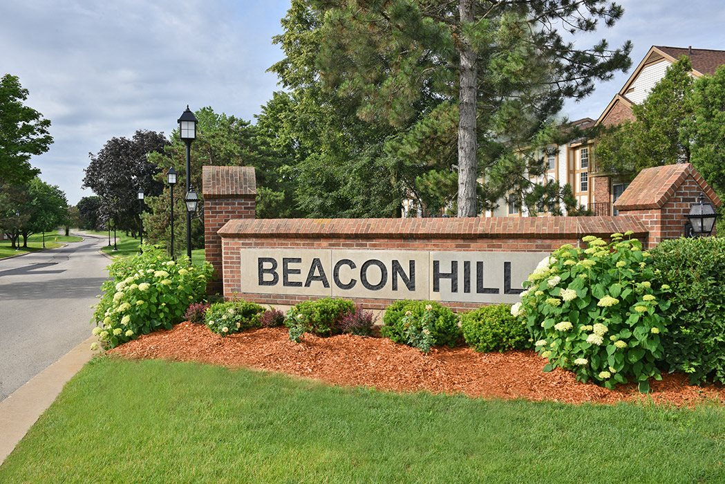 Entrance Sign at Beacon Hill Apartments, Illinois