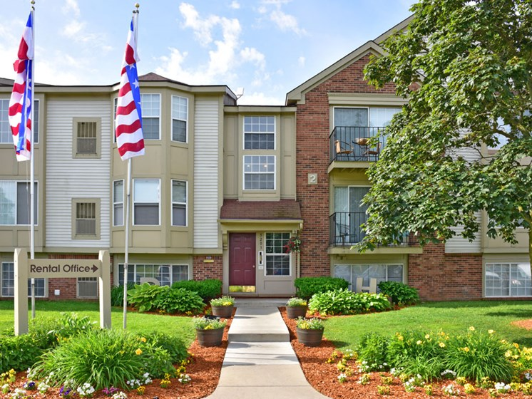 Exterior at Beacon Hill Apartments, Rockford, IL