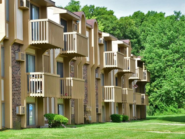 Apartments with Large Balcony at Beacon Hill Apartments, Rockford, 61109