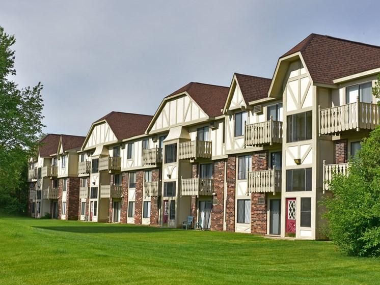 Apartment Building Exterior at Beacon Hill Apartments, Rockford, 61109