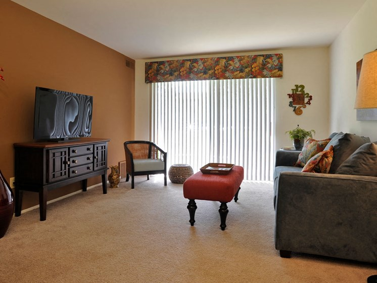 Large Living Room at Fox Pointe Apartments, East Moline, IL, 61244