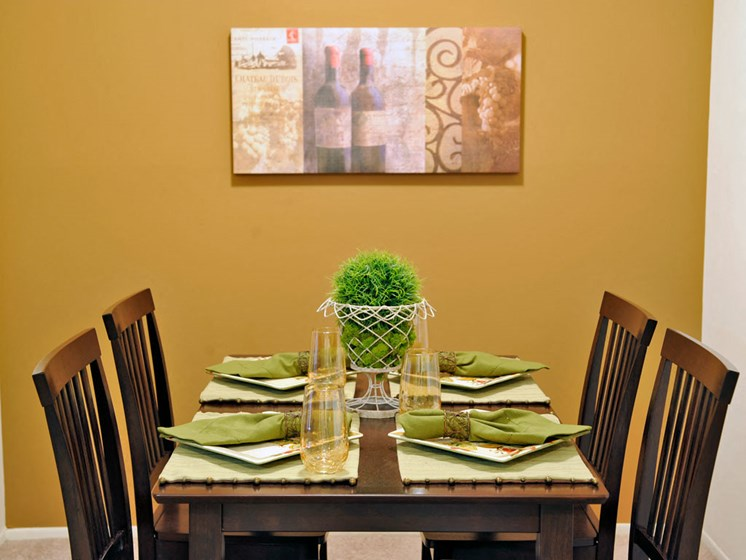 Dining Area at Fox Pointe Apartments, Illinois, 61244