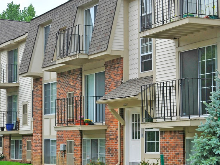 Private Balconies at Fox Pointe Apartments, East Moline