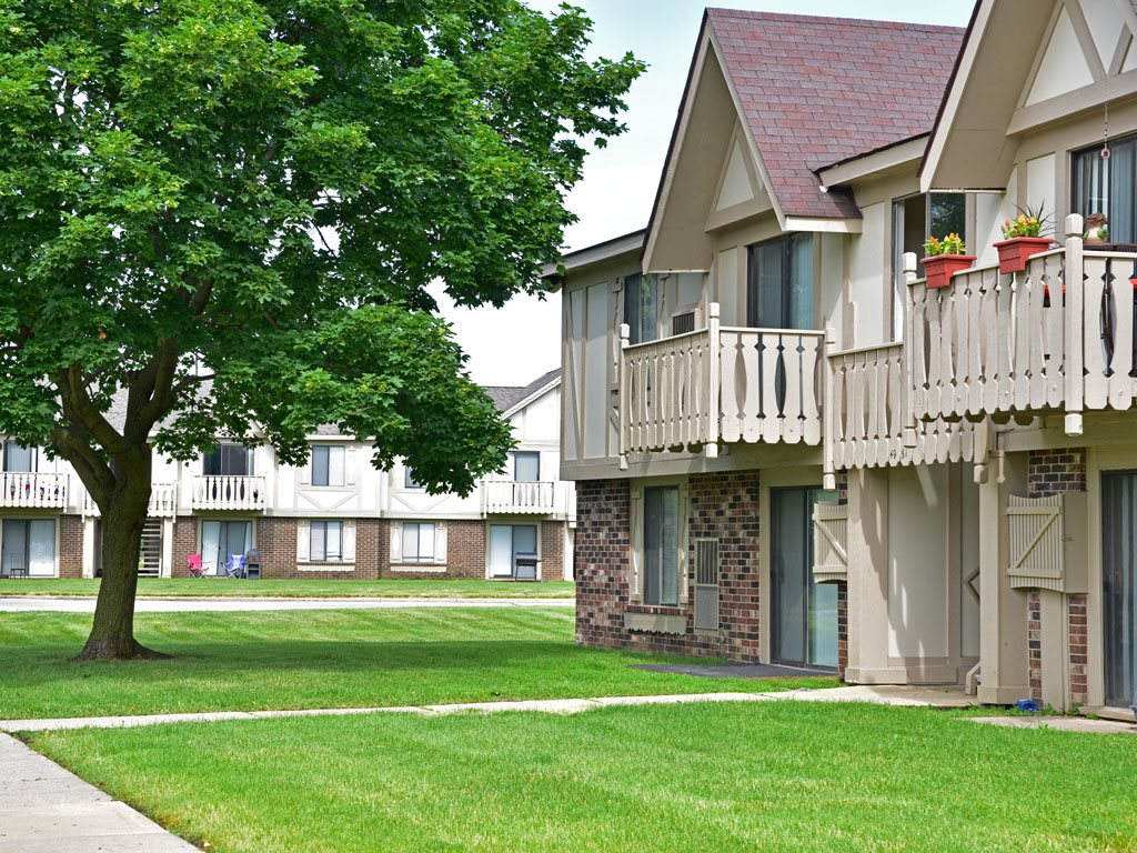 Maintained Lawns at Great Oaks Apartments, Rockford, Illinois