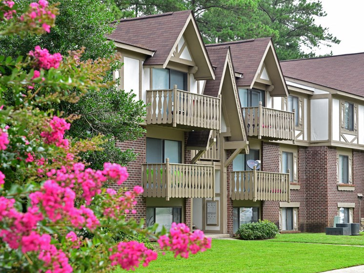 Apartment Building Exterior at Lake in the Pines, Fayetteville, NC