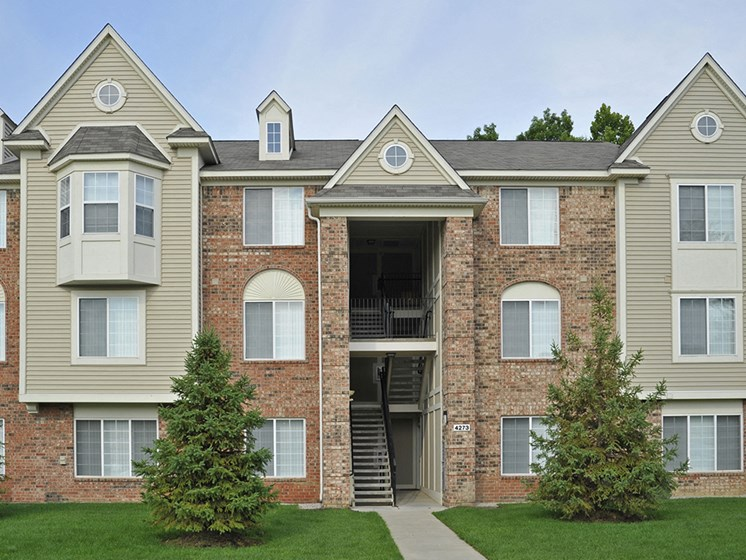 Exterior at LakePointe Apartments, Batavia, 45103