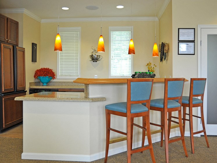 Breakfast Bar at LakePointe Apartments, Batavia, OH