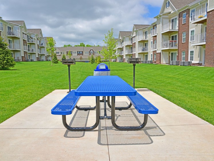Picnic and BBQ Area at River Hills Apartments, Fond du Lac