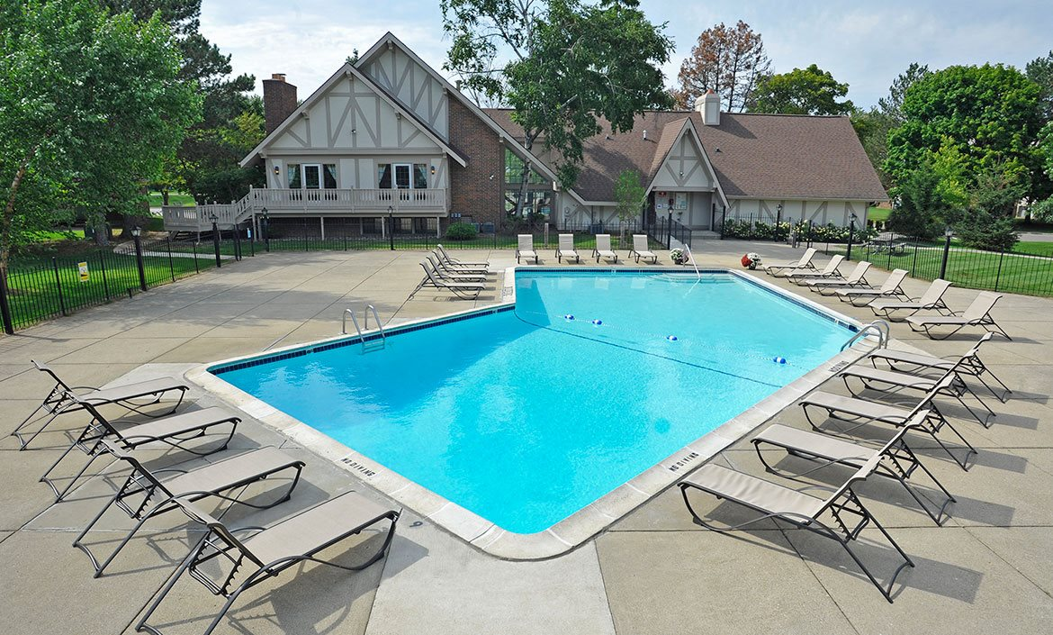 Pool and Sundeck at Rivers Edge Apartments, Michigan