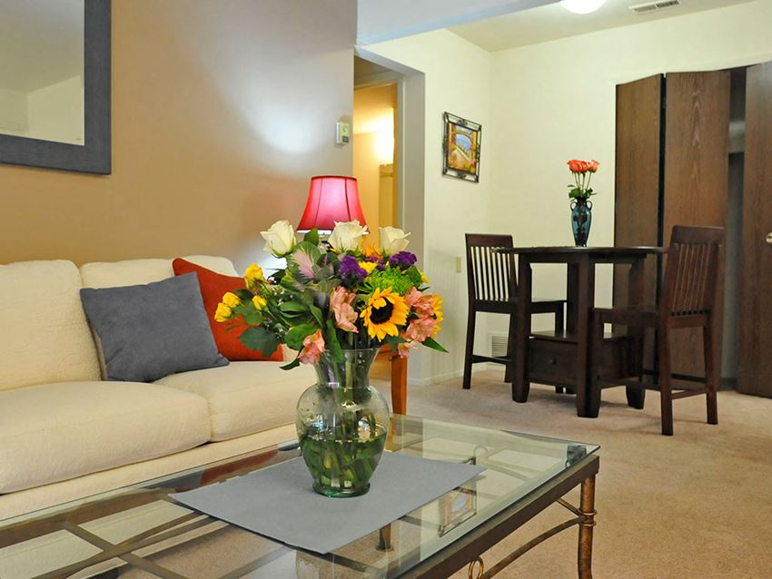 Living Room and Dining Area at Rivers Edge Apartments, Waterford