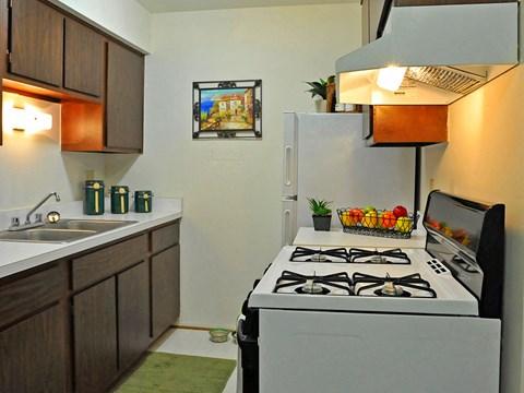 Kitchen Area Rivers Edge Apartments, Waterford, MI, 48327