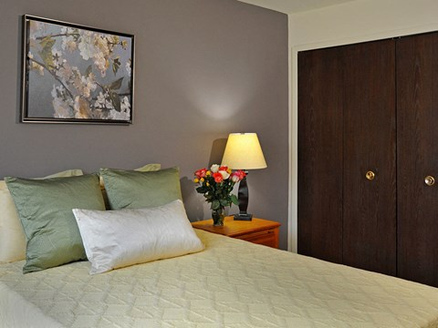 Bedroom with Large Closet at Rivers Edge Apartments, Waterford, 48327
