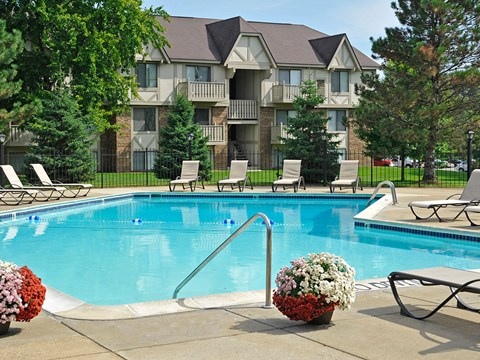 Outdoor Swimming Pool at Rivers Edge Apartments, Waterford