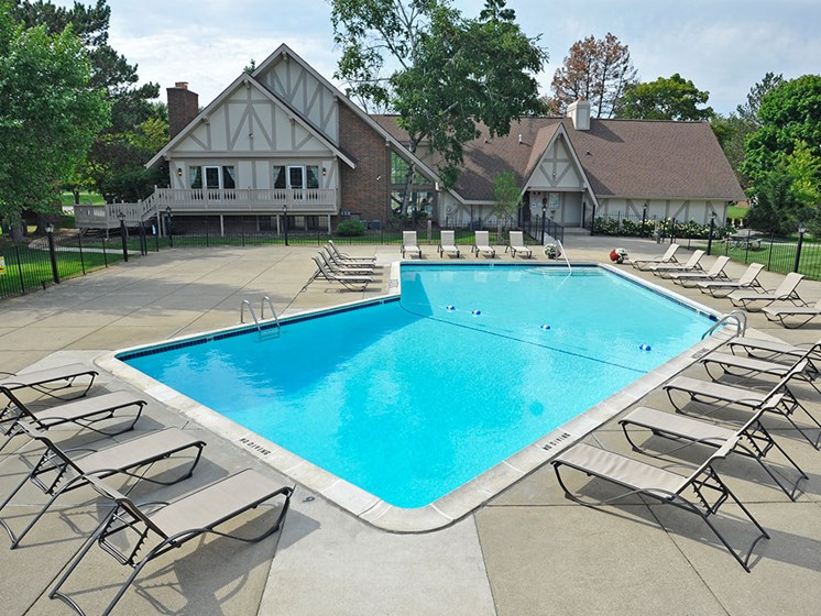 Swimming Pool and Sundeck at Rivers Edge Apartments, Michigan