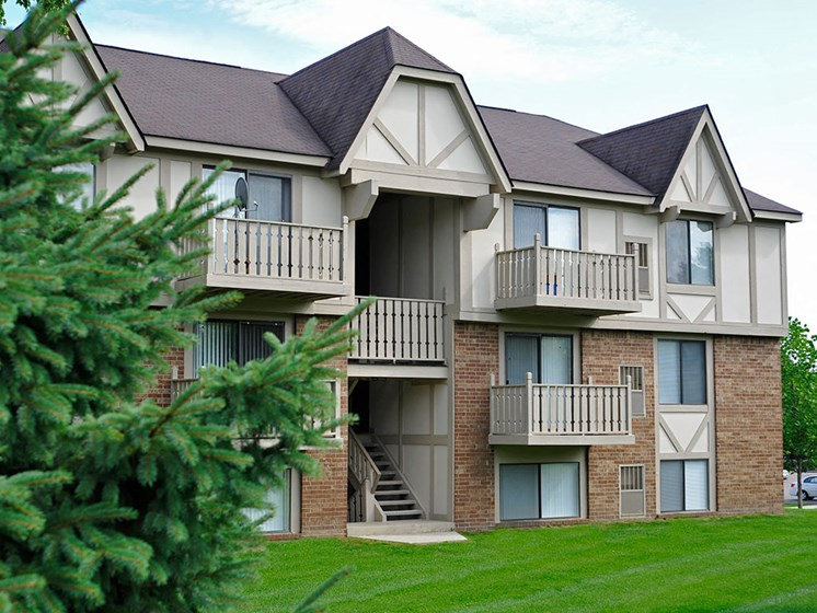 Green Surroundings at Rivers Edge Apartments, Michigan, 48327