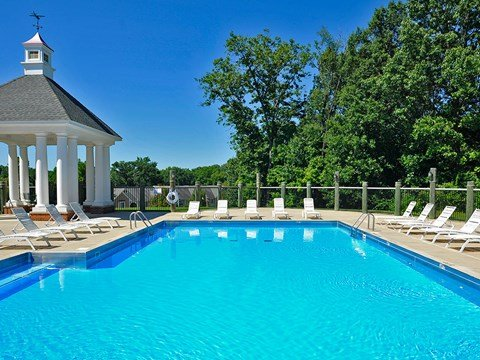 Swimming Pool and Sundeck at Timberlane Apartments, Peoria, Illinois