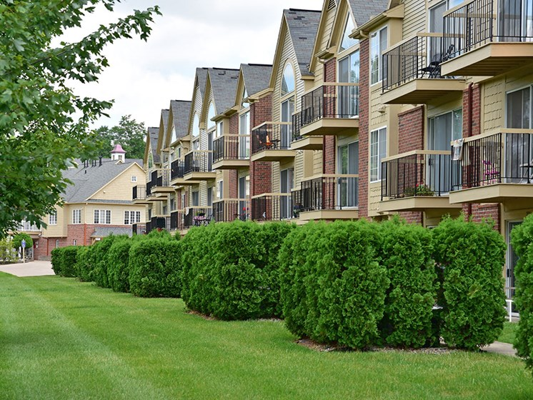 Manicured Lawns at Timberlane Apartments, Illinois