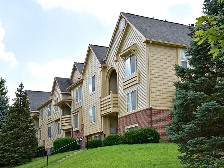 Acres of Rolling Green Lawns at Timberlane Apartments, Illinois, 61615