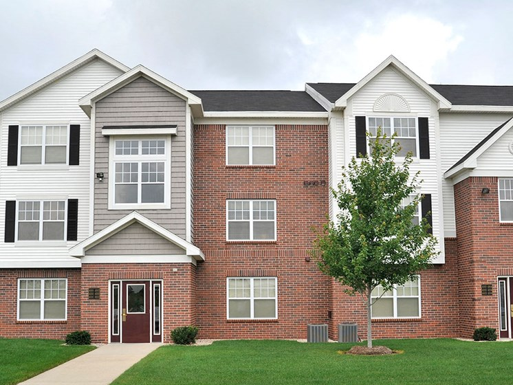 Modern Apartment Living at Towne Lakes Apartments, Grand Chute, Wisconsin