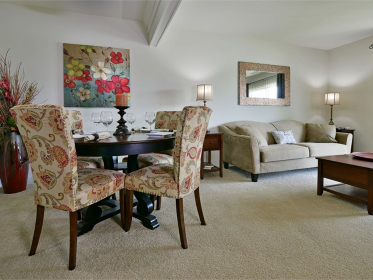 Living and Dining Areas at Towne Lakes Apartments, Grand Chute