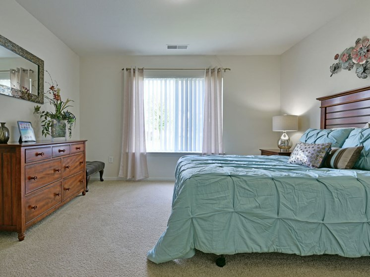 Bedroom with Carpeting at Towne Lakes Apartments, Grand Chute, 54913