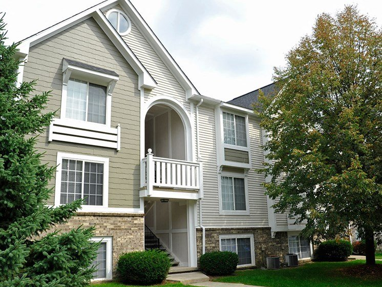 Apartment Exterior at Westlake Apartments, Michigan