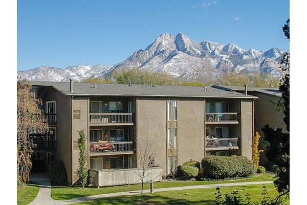 Exterior of our Cobble Creek Apartments for rent near Mount Olympus