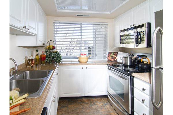 Image of the spacious kitchen that has upgraded stainless steel appliances