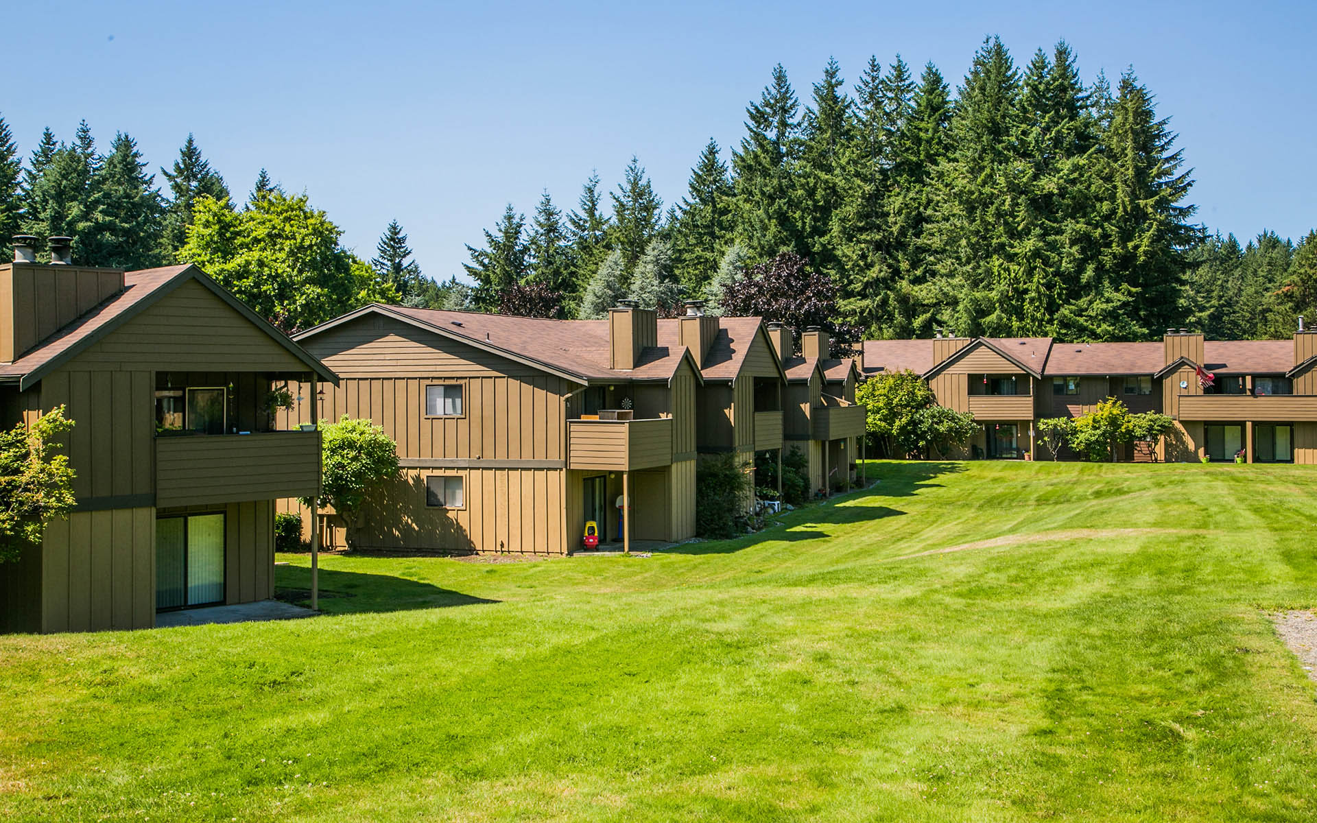 Extensively Landscaped Lawns And Courtyards At Marineru0027s Glen In Port  Orchard