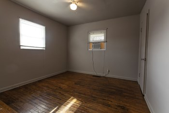 740 E GRAND 1-2 Beds House for Rent Photo Gallery 1