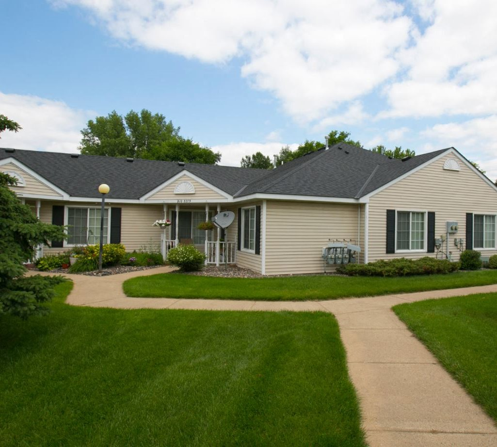 Spring Park Apartments: Cottages Of Spring Lake Park